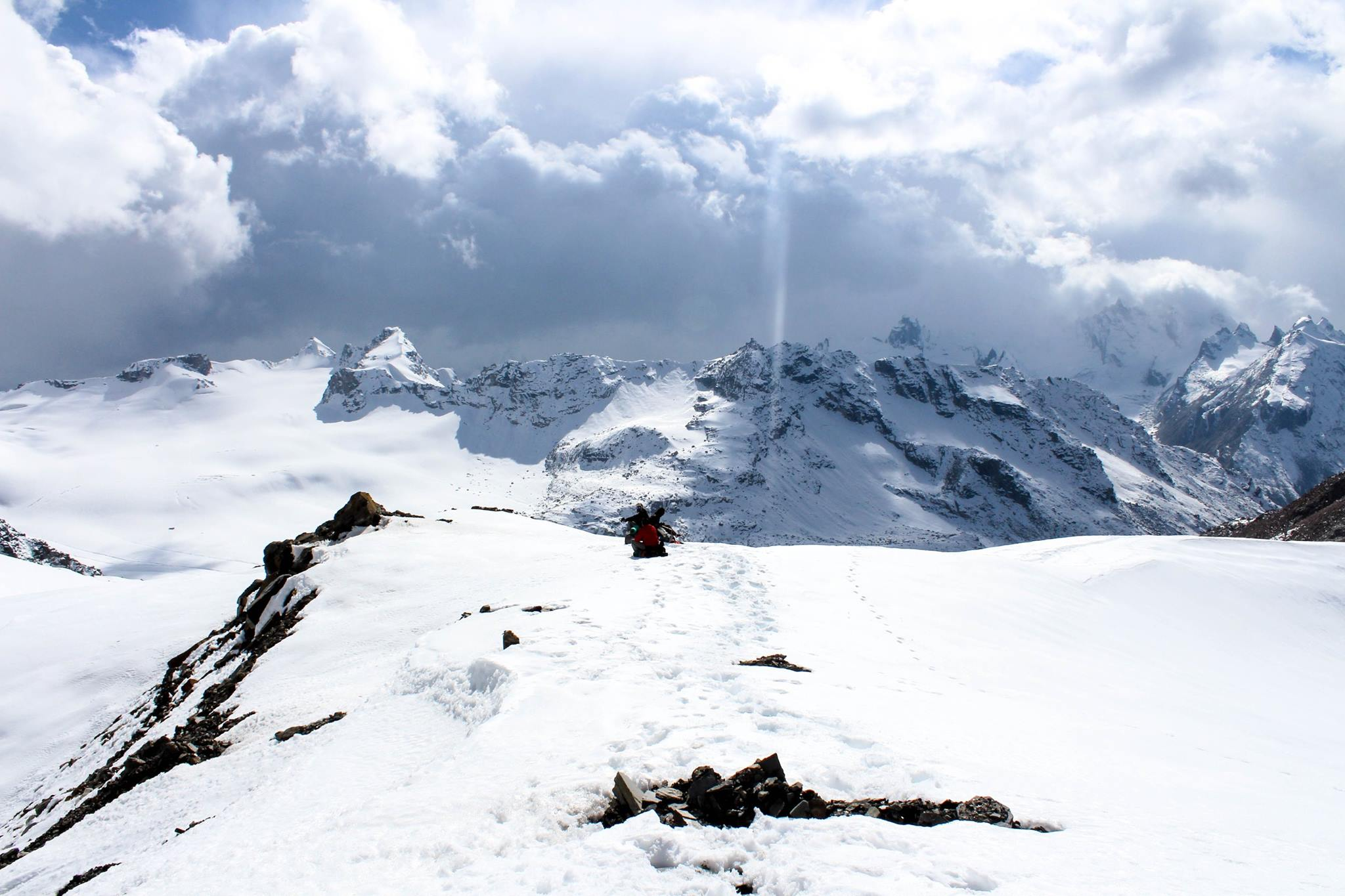 Traveller taking rest over the snow capped mountain looking for the trail ahead
