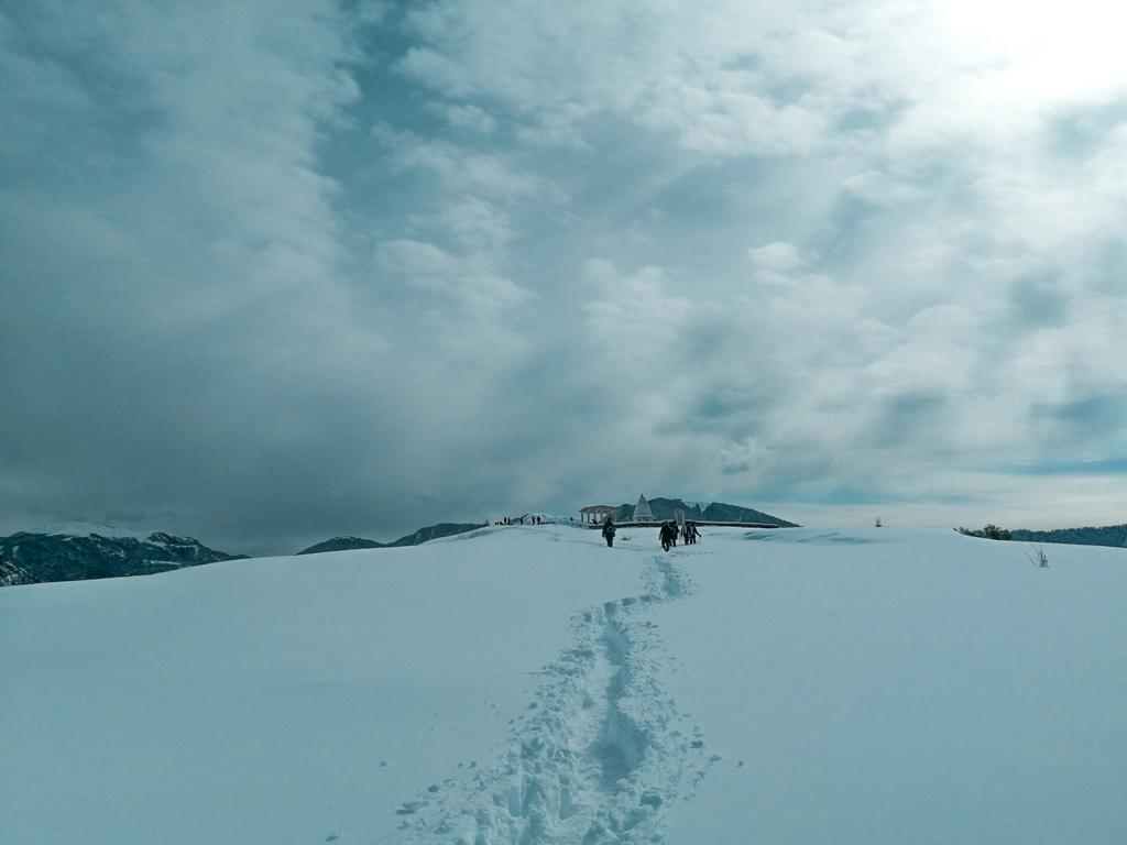 brahmatal trek in december