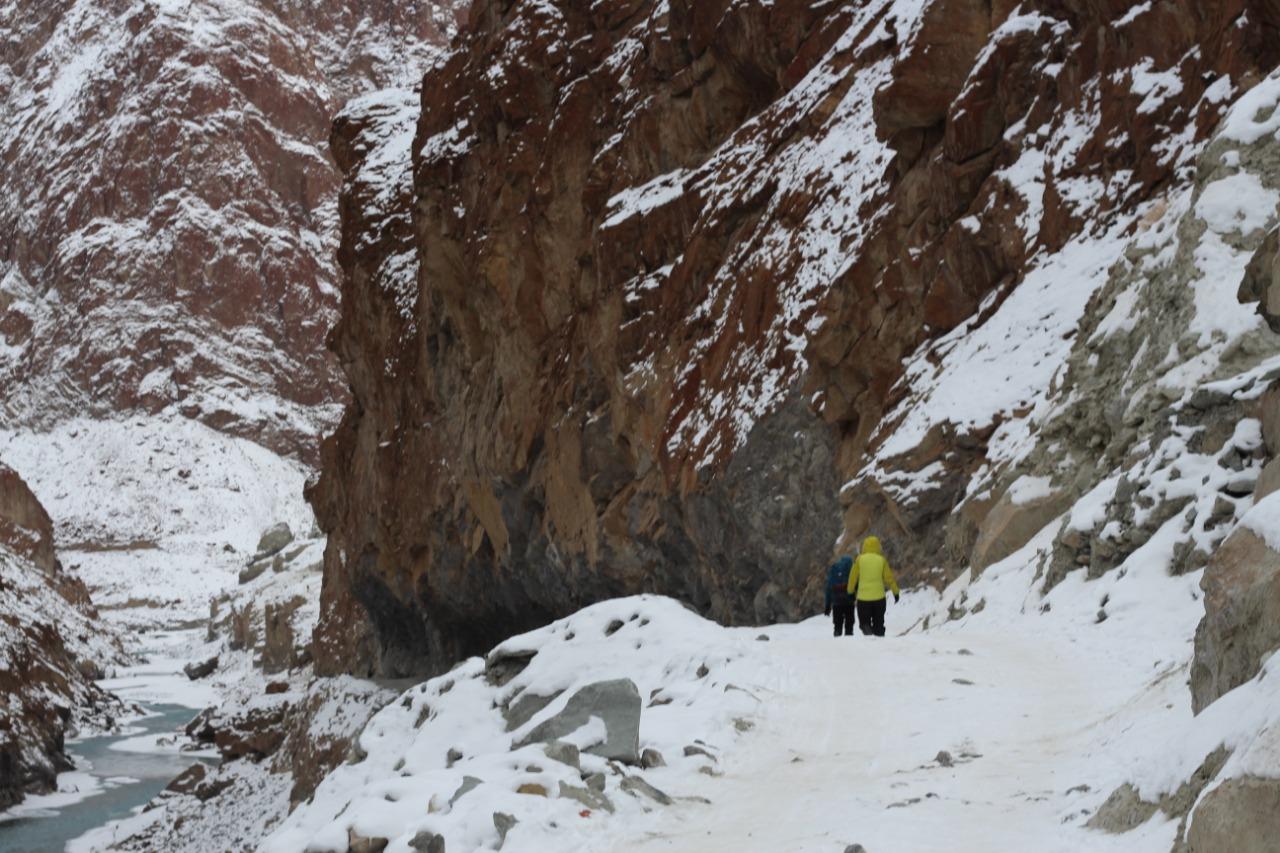 trekking along chadar river