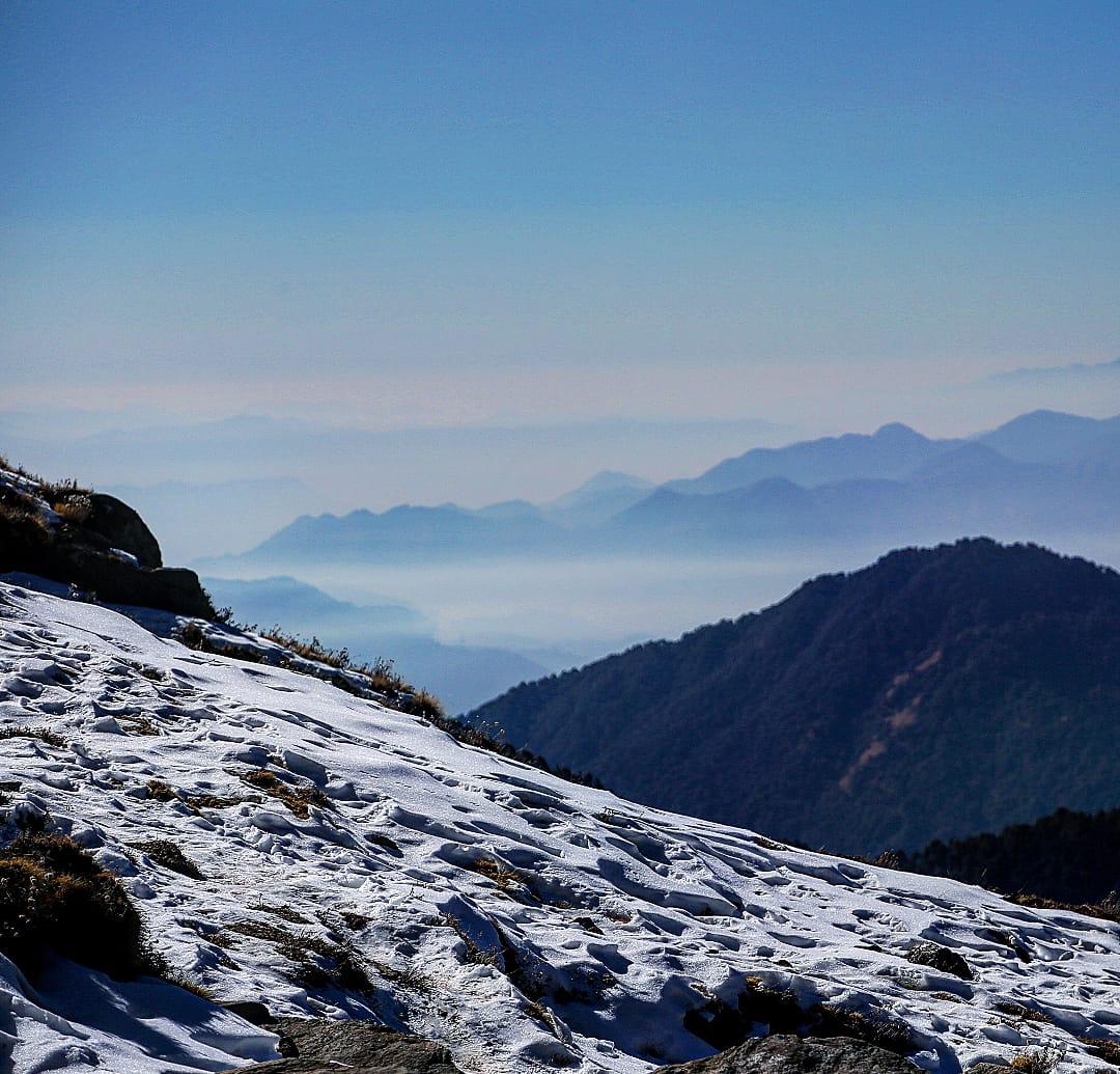 snow covered ground in chandrashila trek