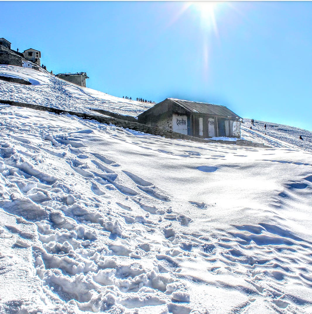 snow covered ground at tungnath