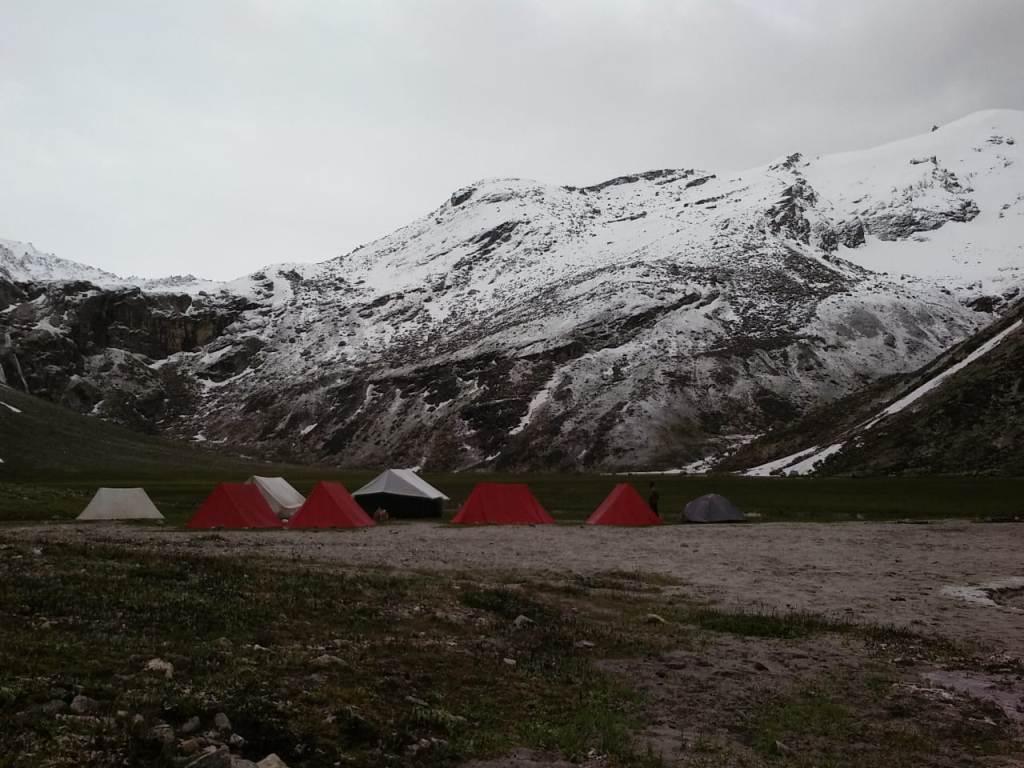 deo tibba trek campsite