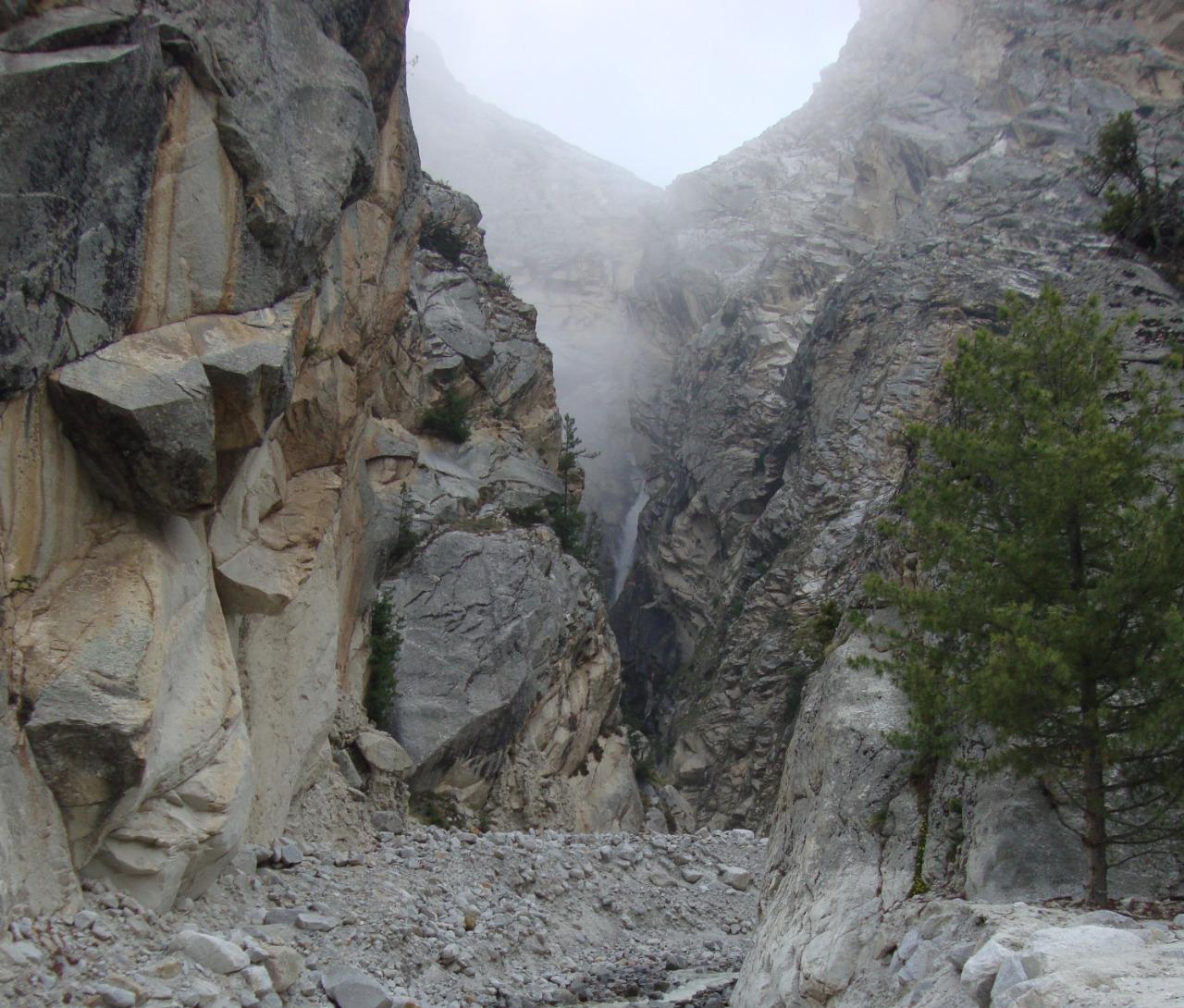 pass between mountain enroute tapovan trek