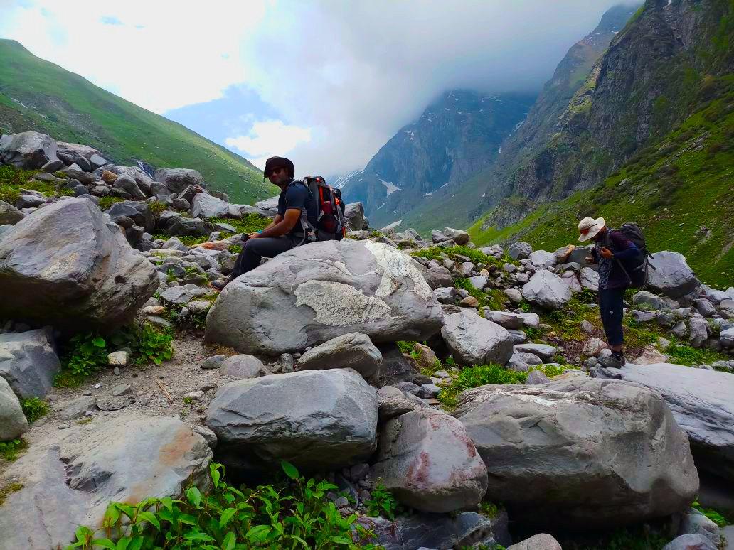 trekkers talking rest during the hampta pass trek