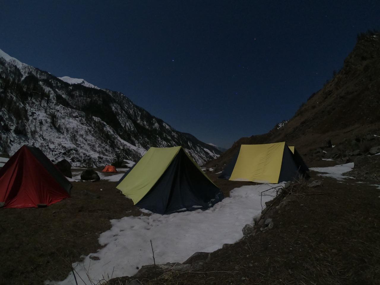 har ki dun trek campsite at night