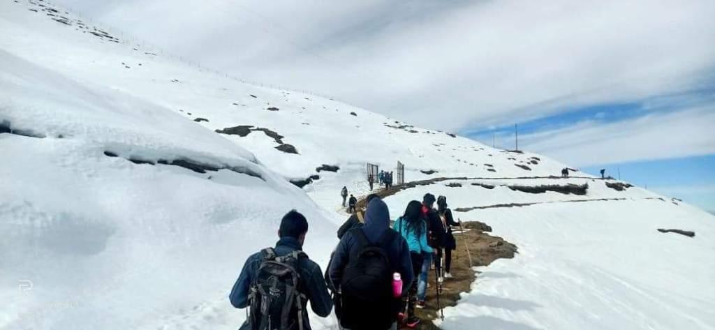 prashar lake trek route