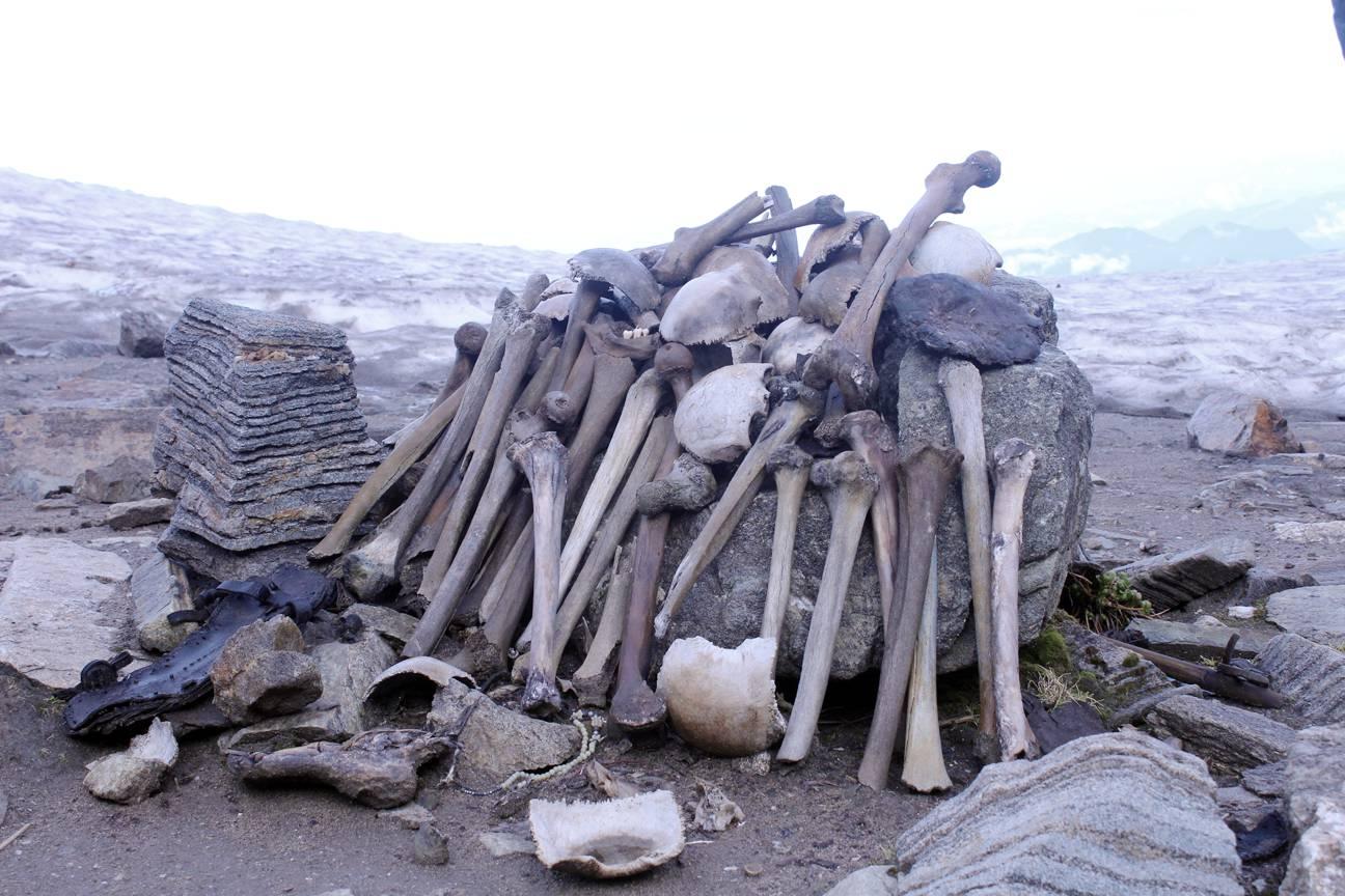 skeleton near roopkund lake