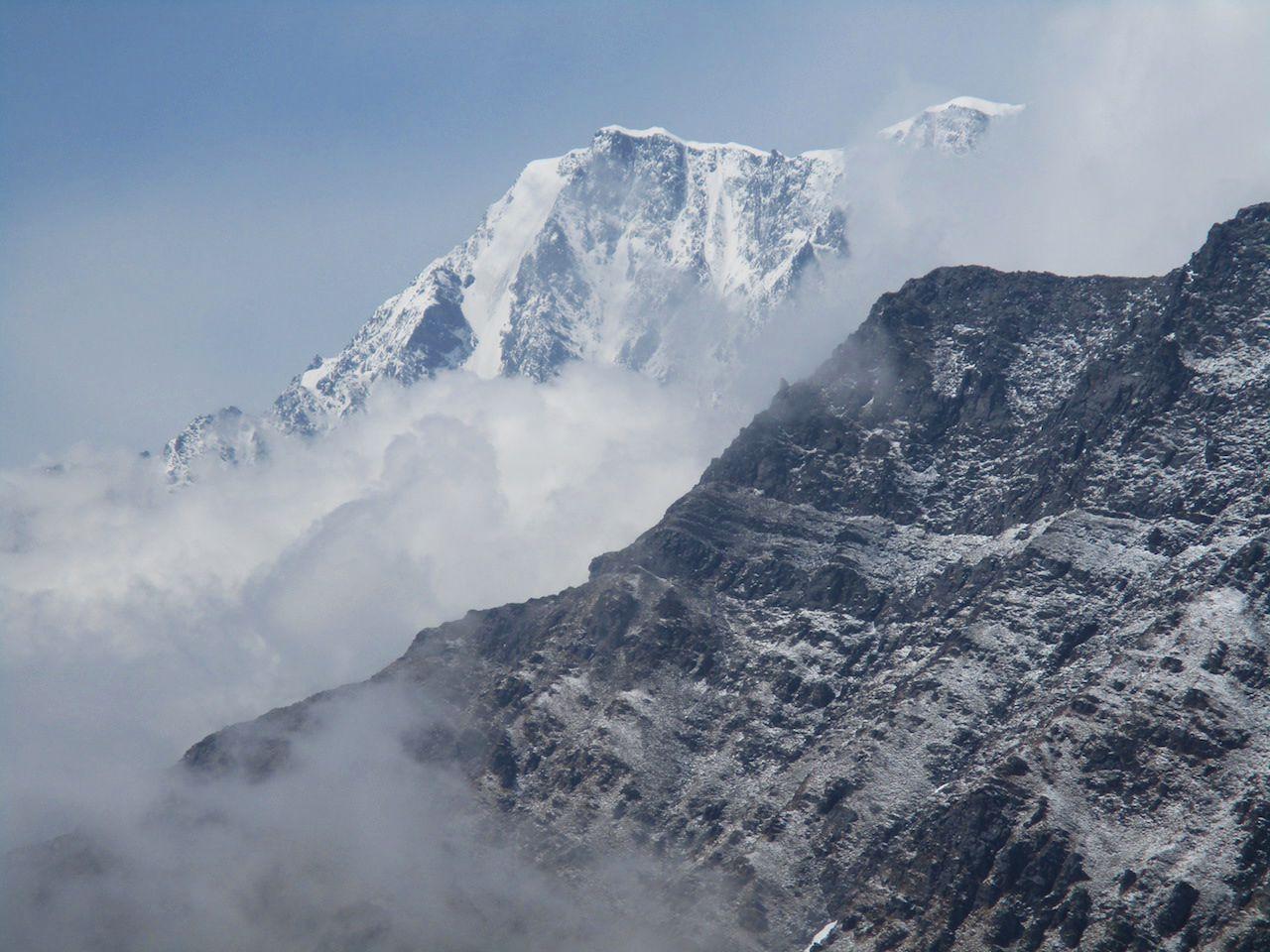 ridges of trishul massif with fog floating below