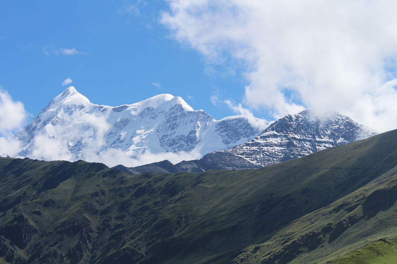 view of himalayan mountains from roopkund trek