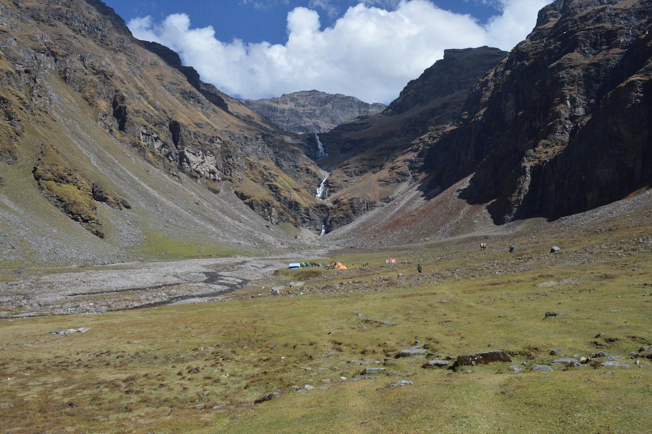 rupin pass trek in summer